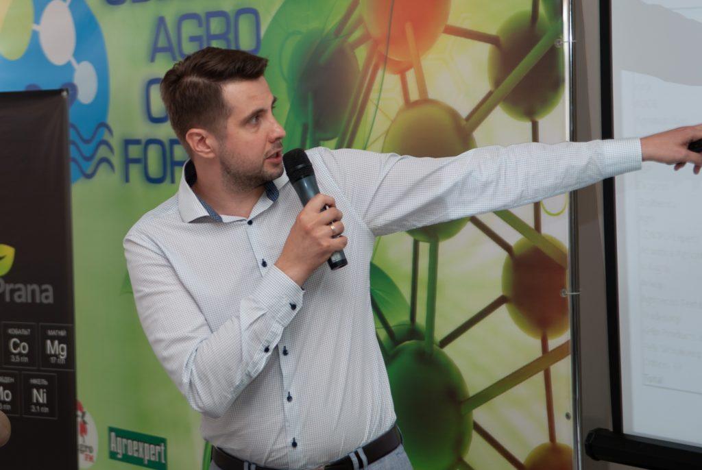 Михаил Саницкий выступает с докладом о рынке ЖКУ и КАС в Украине